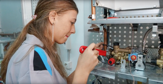 Daikin'den Tabuları Yıkan Kadın Teknisyenlerine Özel Şarkı ve Film: 'Yaparım'