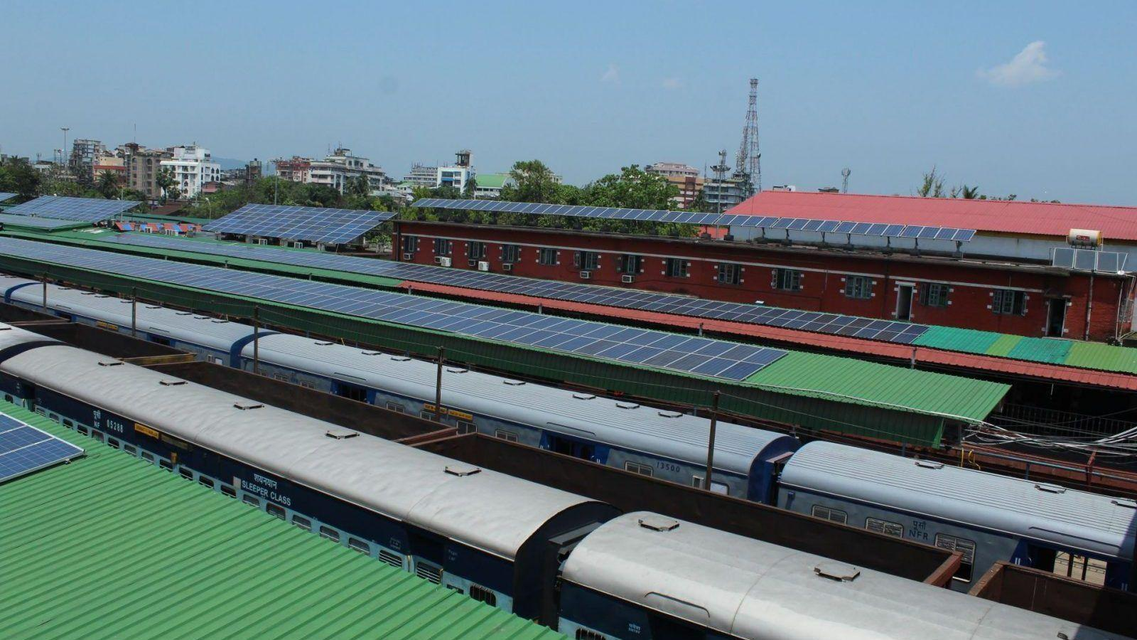 Hindistan'ın Güneş Enerjili İlk Tren İstasyonu Açıldı